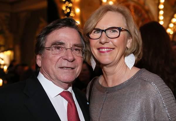 Elmar Wepper mit Frau Anita Wepper bei der Carreras Gala am 18.12.2014 im Europa-Park in Rust
