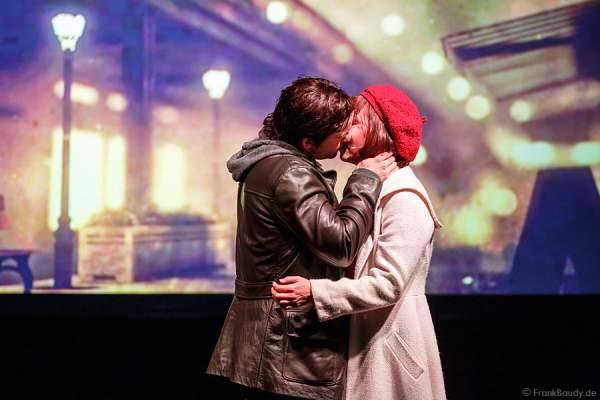 Kussszene von Nikolas Heiber (Rocky Balboa) und Wietske van Tongeren (Adrian)- Musical ROCKY
