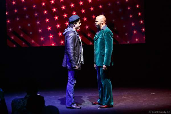 Nikolas Heiber als Rocky Balboa und Gino Emnes als Apollo Creed beim Musical ROCKY
