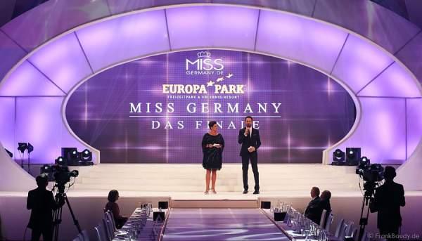 Ines Klemmer - TV-Moderatorin, Ex-Miss Germany & Queen of the World und Alexander Mazza als Moderatoren beim Miss Germany 2015 Finale im Europa-Park
