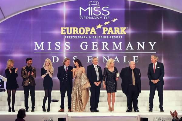VIP-Jury: Anja Hörnich-Clüver, Francèk Prsà, Mirja du Mont, Ingo Lenßen, Anna Maria Kaufmann, Jürgen Mack, Tessy Pavelková, Reiner Calmund, Prof. Dr. Dr. Werner Mang bei der Miss Germany 2015 Wahl im Europa-Park