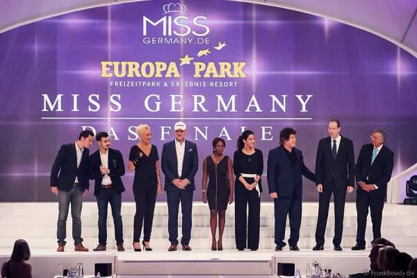 VIP-Jury: Jens Hartwig, Florian Wünsche, Natascha Ochsenknecht, Axel Schulz, Motsi Mabuse, Mariella Ahrens, Tony Marshall, Bernd Zoller, Wolfgang Bosbach bei der Miss Germany 2015 Wahl im Europa-Park
