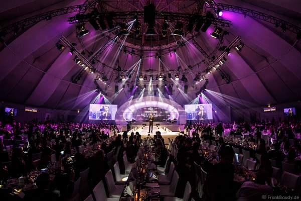 Festliche Gala mit Moderator Alexander Mazza bei der Wahl der Miss Germany 2015 im Europa-Park