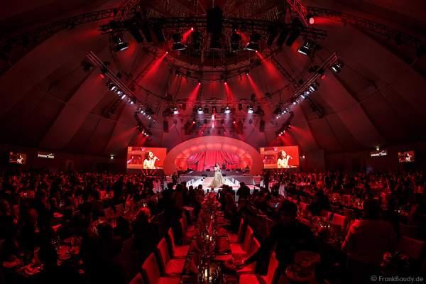 Festliche Gala mit Anna Maria Kaufmann bei der Wahl der Miss Germany 2015 im Europa-Park