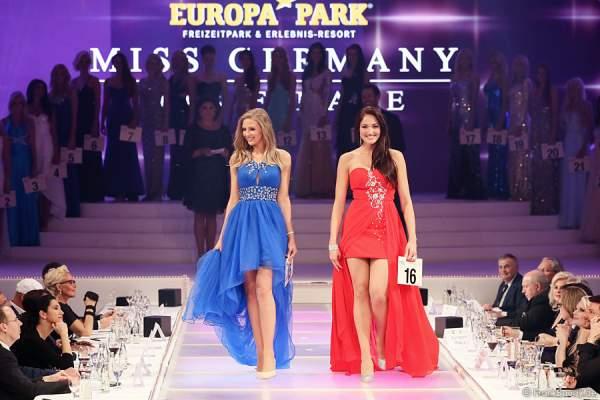 Olga Hoffmann, Miss Pearl.tv 2015 und Sandra Kohns, Miss Südwestdeutschland 2015 beim Miss Germany 2015 Finale im Europa-Park