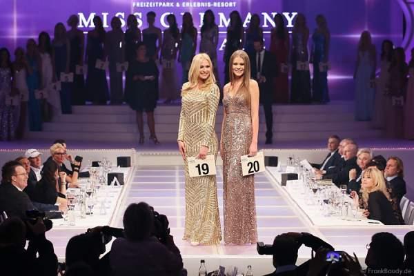 Nicola Koska, Miss Internet 2015 und Laura Schulzik, Miss Photogenic 2015, beim Miss Germany 2015 Finale im Europa-Park