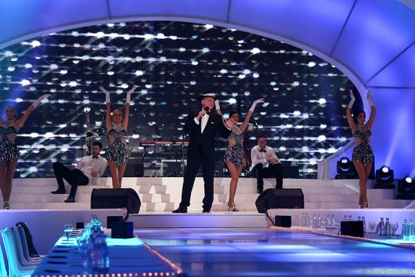 Jens Sörensen - Sinatra-Imitator - beim Miss Germany 2015 Finale im Europa-Park