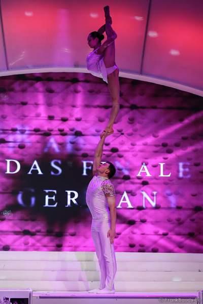 Duo Inna & Denys - Hand-auf-Hand - bei der Wahl der Miss Germany 2015 im Europa-Park