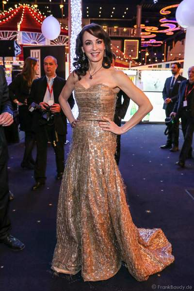 Anna Maria Kaufmann im Abendkleid bei der Wahl der Miss Germany 2015 im Europa-Park