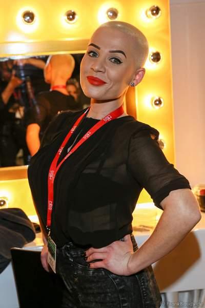 Ana Rosescu(kiva), Francek Friseure Makeup Artist, Backstage beim Miss Germany 2015 Finale