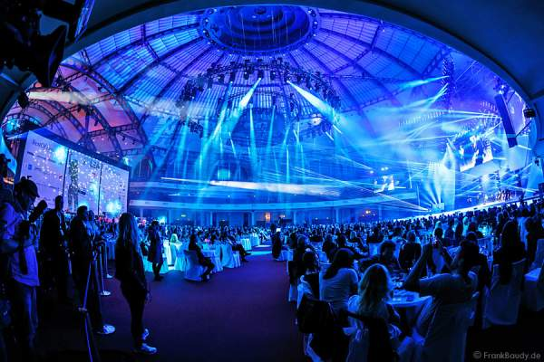 Showlasersystemen von Ray Technologies (RTI) beim PRG LEA - Live Entertainment Award 2015 (LEA Award)