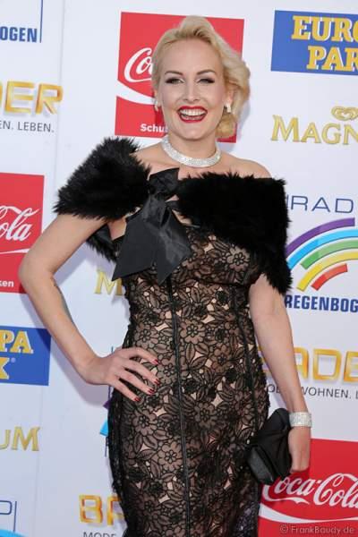 Zoe Scarlett auf dem roten Teppich beim Radio Regenbogen Award 2015