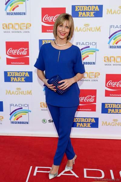 Valerie Niehaus auf dem roten Teppich beim Radio Regenbogen Award 2015