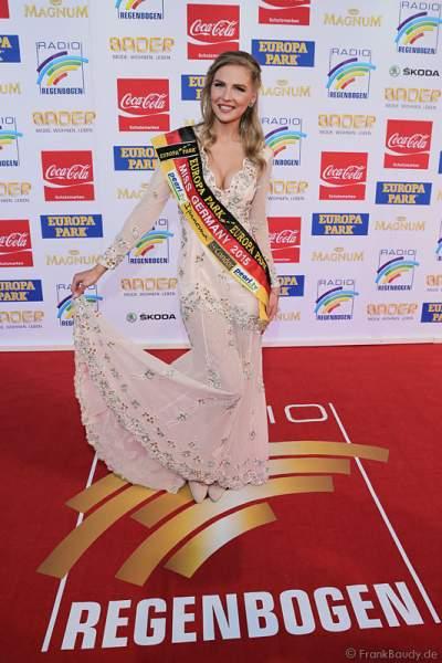 MISS Germany 2015 - Olga Hoffmann auf dem roten Teppich beim Radio Regenbogen Award 2015