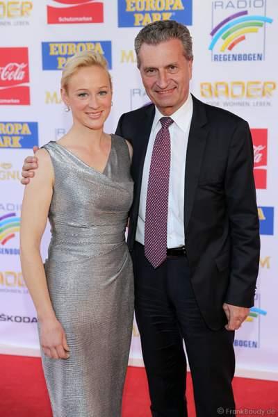 Günther Oettinger mit Lebensgefährtin Friederike Beyer auf dem roten Teppich beim Radio Regenbogen Award 2015