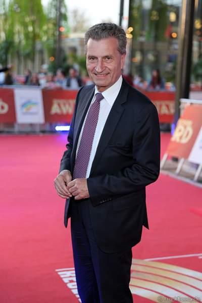Günther Oettinger auf dem roten Teppich beim Radio Regenbogen Award 2015