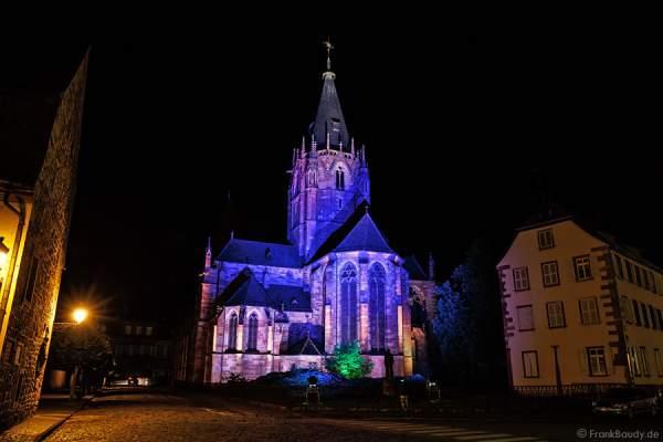 Abteikirche St. Peter und Paul beleuchtet in Weißenburg