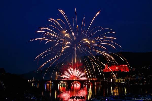Feuerwerk auf der Alten Brücke bei der Heidelberger Schlossbeleuchtung 2015