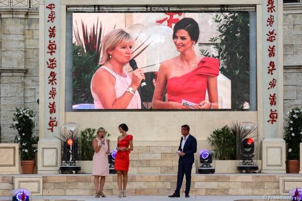 Mauritia Mack beim Interview mit Doris Schmidts - 1. Europäischer Missen TEAM-Cup im Europa-Park