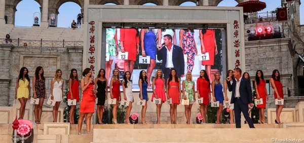 Die 18 Teilnehmerinnen des 1. Europäischen Missen TEAM-Cup im Europa-Park