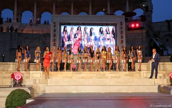 Die 18 Teilnehmerinnen im Bikini und Badeanzug - 1. Europäischer Missen TEAM-Cup im Europa-Park