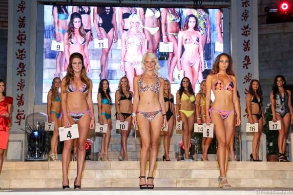 Team Belgien: Amélie Dethier, Marine Gérard, Victoria Humblet im Bikini und Badeanzug (v.l.n.r.)
