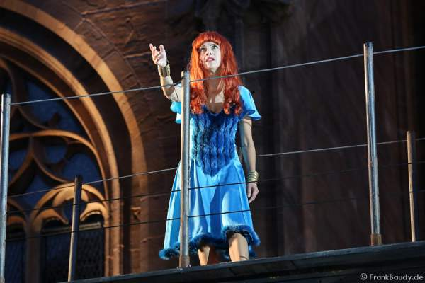Judith Rosmair (Kriemhild) bei Gemetzel - Nibelungen-Festspiele 2015 in Worms