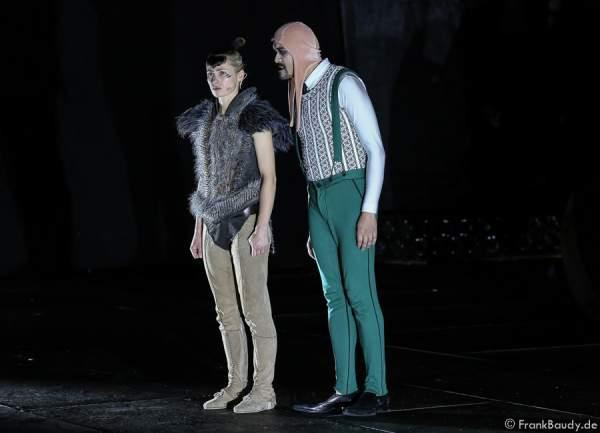 Alina Levshin als Ortlieb und Radu Cojocariu als Erzähler bei Gemetzel - Nibelungen-Festspiele 2015 in Worms