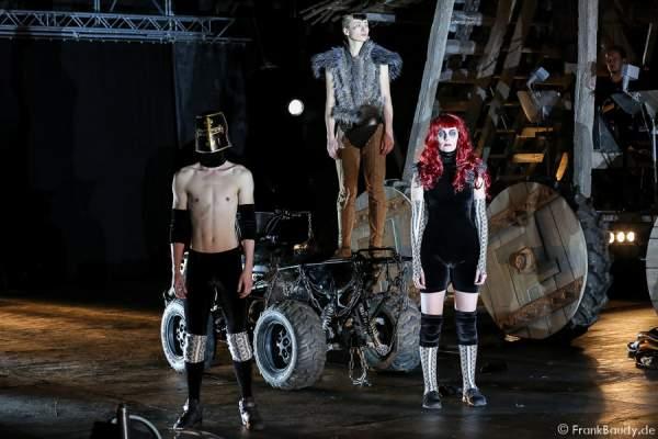 Alina Levshin als Ortlieb und Tänzer bei Gemetzel - Nibelungen-Festspiele 2015 in Worms