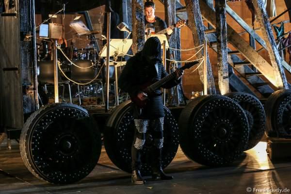 Panzerballett mit Jan Zehrfeld (Gitarre) bei Gemetzel - Nibelungen-Festspiele 2015 in Worms