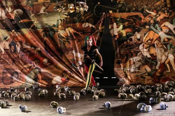 Maik Solbach als Narr bei Gemetzel - Nibelungen-Festspiele 2015 in Worms