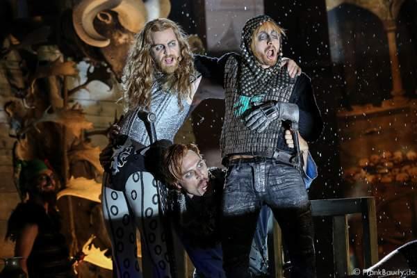 Tom Radisch (Volker), Gabriel Raab (Gerenot), Peter Becker (Giselher) bei Gemetzel - Nibelungen-Festspiele 2015 in Worms