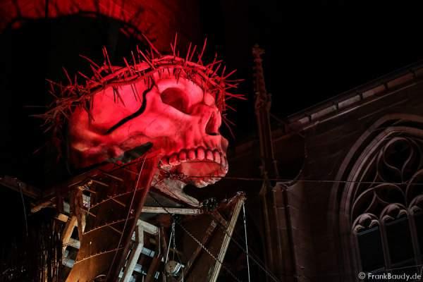 Roter Totenschädel bei den Nibelungen-Festspiele 2015 in Worms - Gemetzel