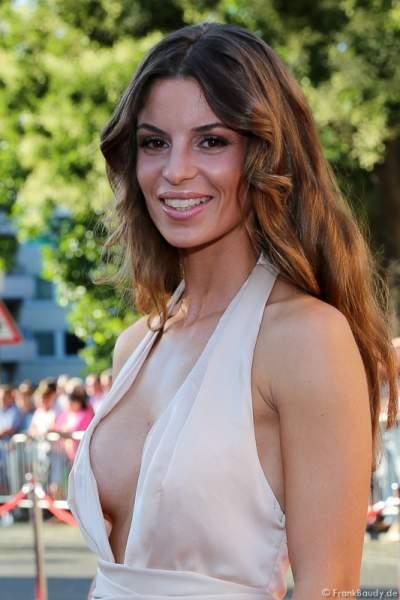 Alissa Harouat im sexy Outfit bei der Premiere von Gemetzel - Nibelungen-Festspiele 2015 in Worms