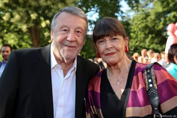 Günter Lamprecht und Lebensgefährtin Claudia Amm bei der Premiere von Gemetzel - Nibelungen-Festspiele 2015 in Worms