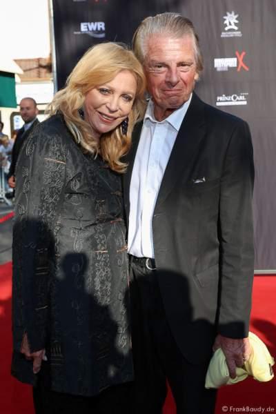 Klaus Bresser mit Frau Evelyn auf dem roten Teppich der Nibelungen-Festspiele 2015, Gemetzel