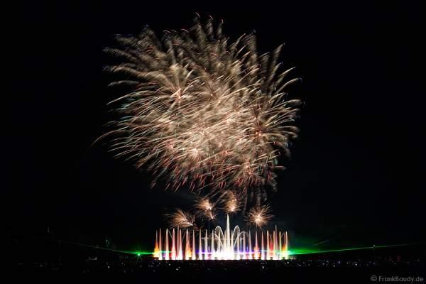 Wasserspiele, Feuerwerk und Laser bei Aquatique Show ALSACE - 70 Jahre Frieden - Art et Lumière, Furdenheim 2015