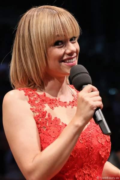 Moderatorin Francine Jordi bei der Stadlshow 2015 in Offenburg
