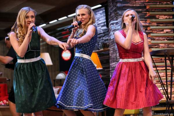 Die Poxrucker Sisters (die Schwestern: Stefanie, Christina und Magdalena) bei der Stadlshow 2015 in Offenburg