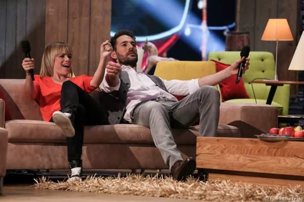 Francine Jordi und Alexander Mazza albern bei der Stadlshow 2015 in Offenburg