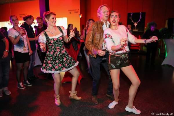 La Goassn tanzen mit Peter Kraus auf der After-Show-Party Seitenblicke der Stadlshow 2015 in Offenburg