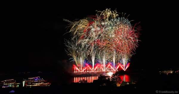 Fetziges Rockmusik-Feuerwerk bei Rhein in Flammen 2015 in Oberwesel