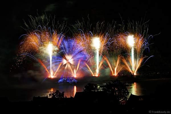 Radialeffekt beim Feuerwerk RHEIN IN FLAMMEN – Nacht der 1000 Feuer in Oberwesel 2015