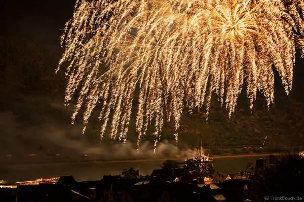 Goldregen beim Feuerwerk Rhein in Flammen – Nacht der 1000 Feuer in Oberwesel 2015