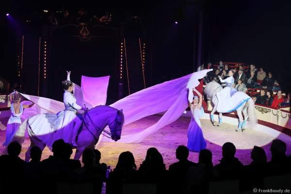 Saabel Familie mit Pferde Hohe Schule bei Salto Vitale des Circus Roncalli