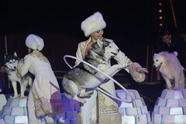 Die Saabel Family mit ihrer Show Petersburger Schlittenfahrt bei Circus Roncalli-Salto Vitale