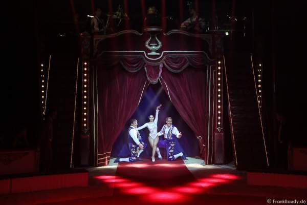 Das Trio Csàszàr bei der Show Salto Vitale des Circus Roncalli