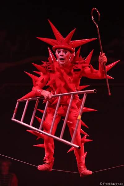 Andrej Ivakhnenko am Schlappseil bei der Show Salto Vitale des Circus Roncalli