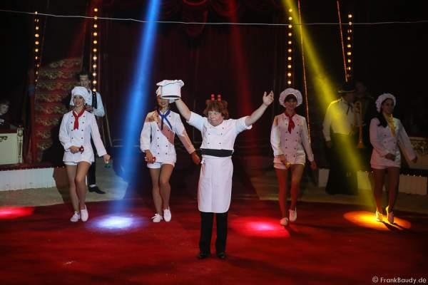 Sergej Maslennikov als Koch bei der Show Salto Vitale des Circus Roncalli