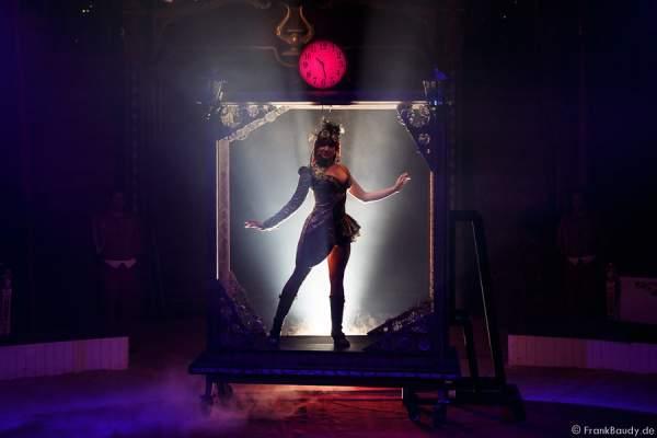 Time Maschine bei Salto Vitale des Circus Roncalli